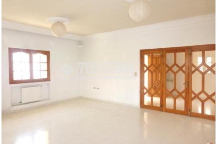 Villa de 200 m² sur un terrain de 431 m² - Cité El Omrane