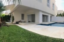Villa S+4 avec jardin et piscine